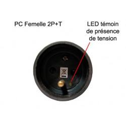 prise de courant femelle noire vue du puit de branchement avec LED témoin